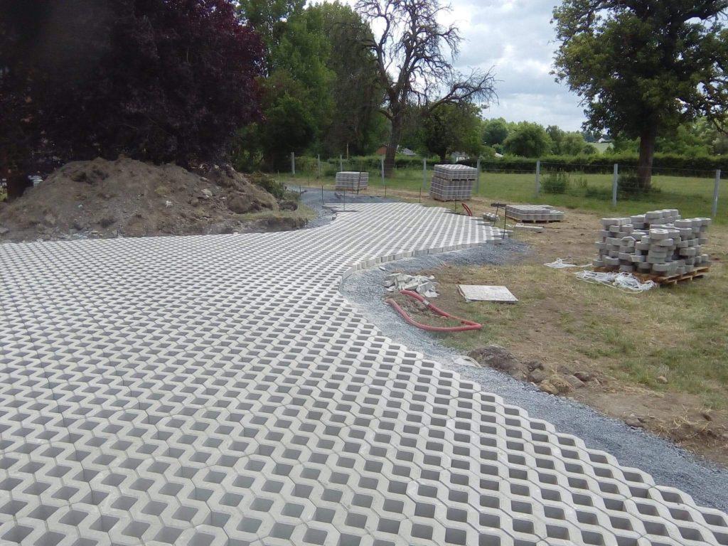 Hecq TP (Travaux Publics) 59 - travaux d'aménagements extérieurs - pose de clôture - enrobage - pavage